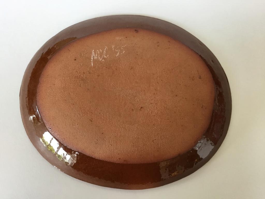 Slipware bird dish, MC or NIC 95 mark 978a1810