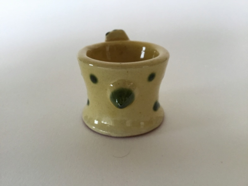 Studio chicken eggcup, green on yellow, W or M mark 99138110