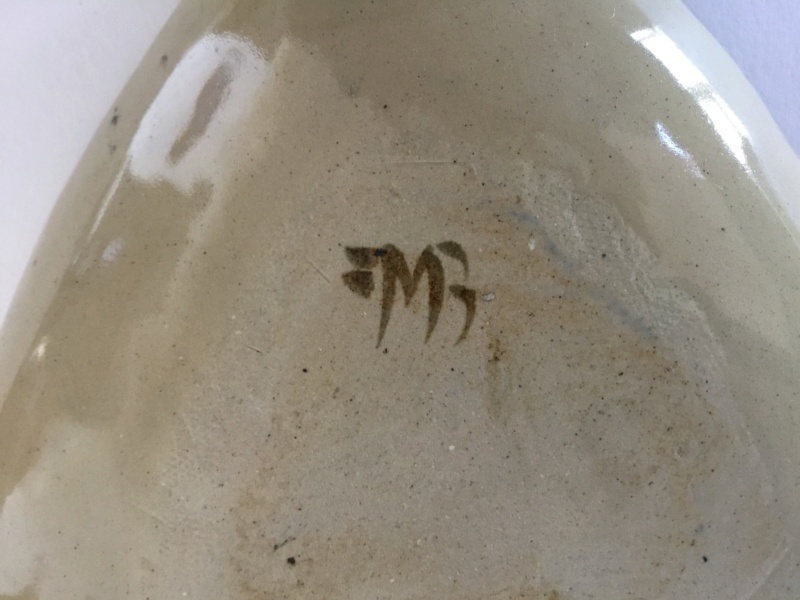 Triangular dish, combed design, stoneware? M or W mark  9d9f5410