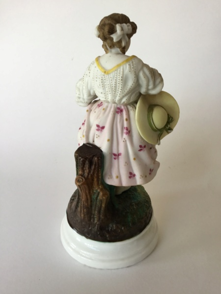Figurine 20 cm woman with hat, unmarked 9ff7df10