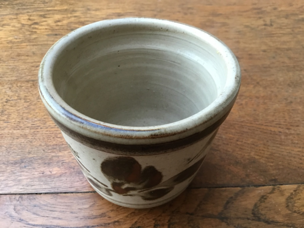 Stoneware planter, leaf decoration, T type mark A6831210