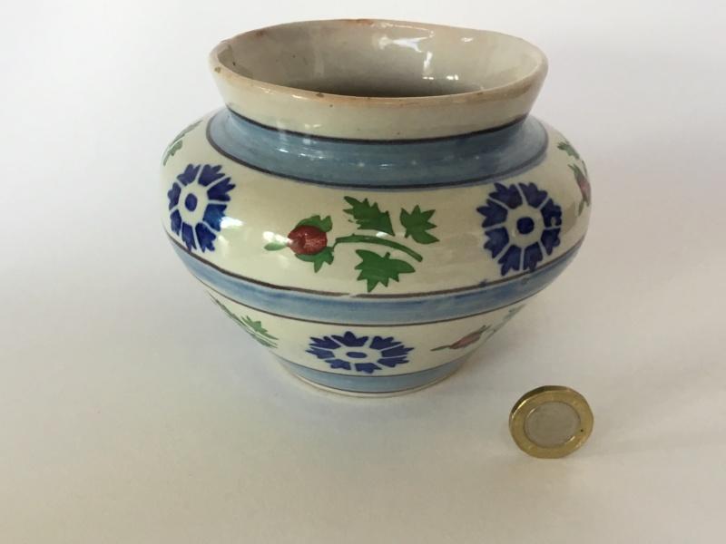 Spongeware vase, holly decoration  A9c57710