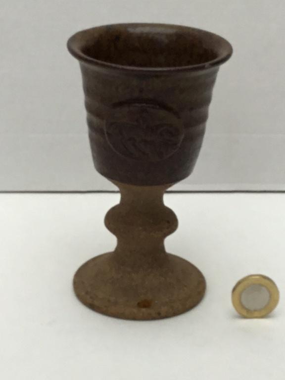 Stoneware chalice cup, horseman B5090910
