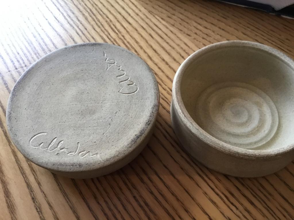 Bees lidded studio pot - Cilladon Pottery  B6146c10