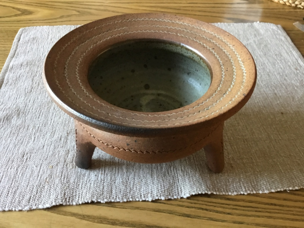 Stoneware tripod cauldron, Lotus Pottery, Skipworth B8435410