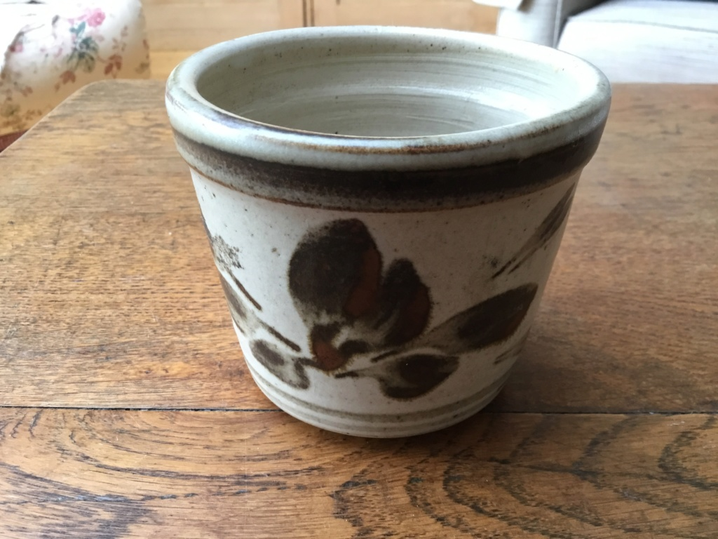 Stoneware planter, leaf decoration, T type mark B84d8510