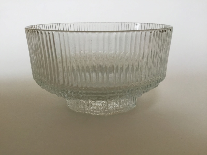 Moulded clear glass ribbed ice style desert bowls, Ravenhead. B9b32d10