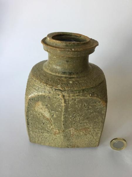 Flattened thrown stoneware vase, 4 lines circular mark Bd947110