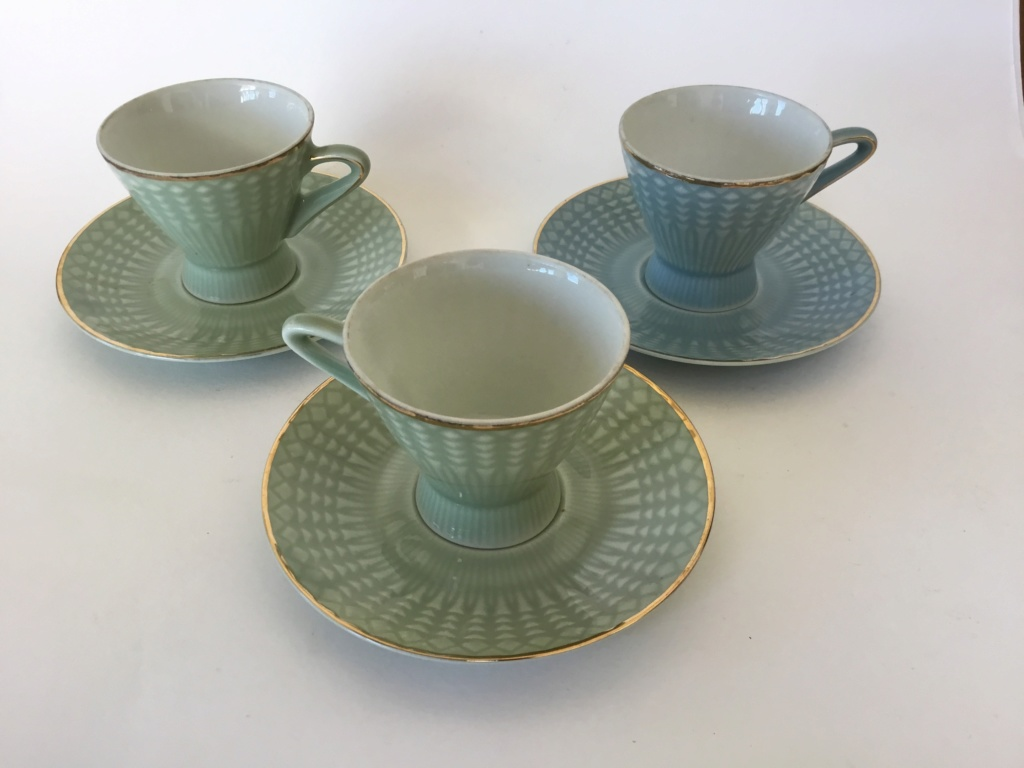 Porcelain tea cups, unmarked Be9c6f10