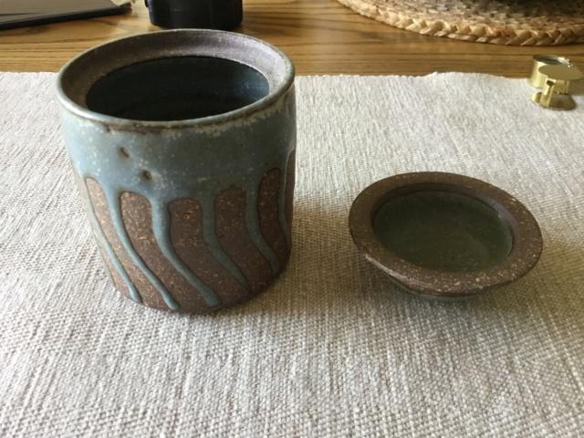 Studio pottery stoneware lidded jar C4e14010