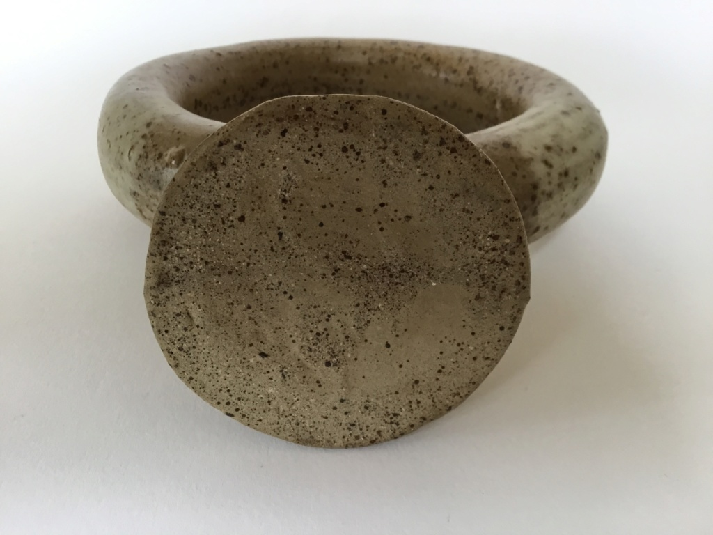 Moulded stoneware sculptural ring vase C5e33710