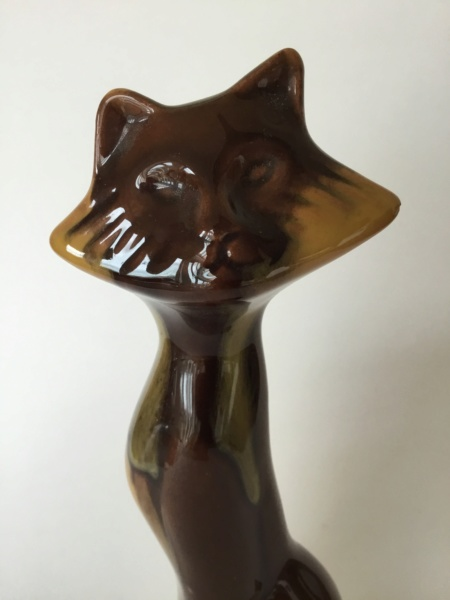 17cm vintage moulded cat, brown shades Cdc03a10