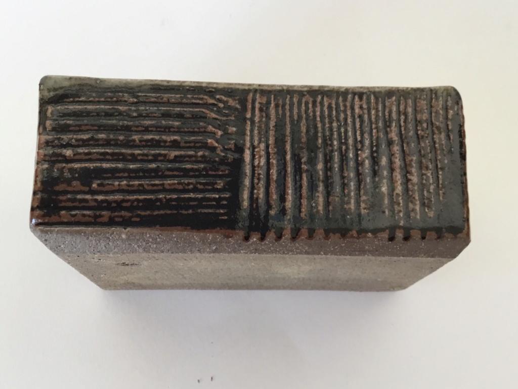 Slab stoneware rectangular point, lines mark Cef69310