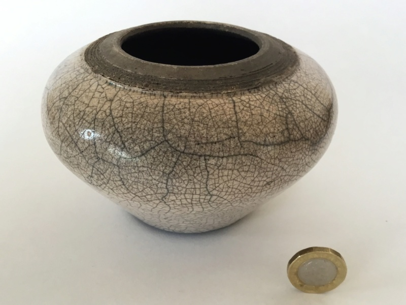 Squat raku vase, unclear impressed mark cg? ag?  Db4c1910