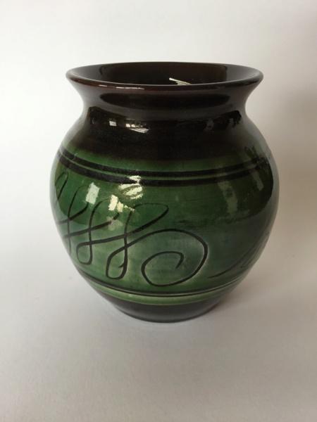 Unmarked slipware vase, dark brown & green Dc9b4010