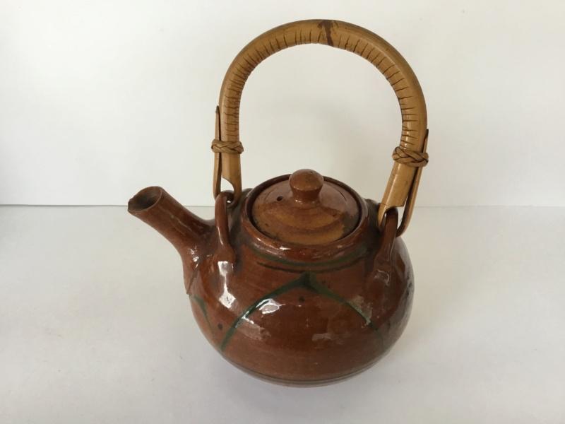 Early earthenware studio teapot Dd11cc10