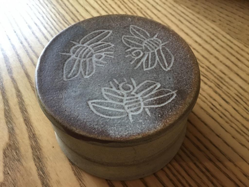 Bees lidded studio pot - Cilladon Pottery  De068d10