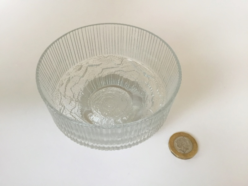 Moulded clear glass ribbed ice style desert bowls, Ravenhead. Df8cd110