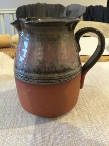 Earthenware studio jug, lines or sun rays mark E2286010