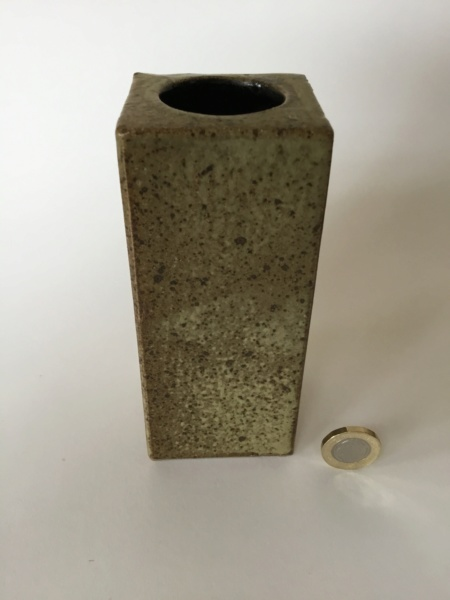 Cuboid stoneware vase AM or AHM mark - Alan Foxley  E7652210
