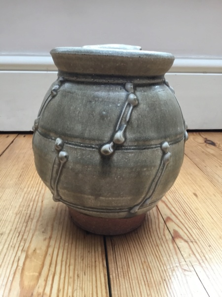 Ash glaze stoneware pot and lid with pottery rope design E7c72410