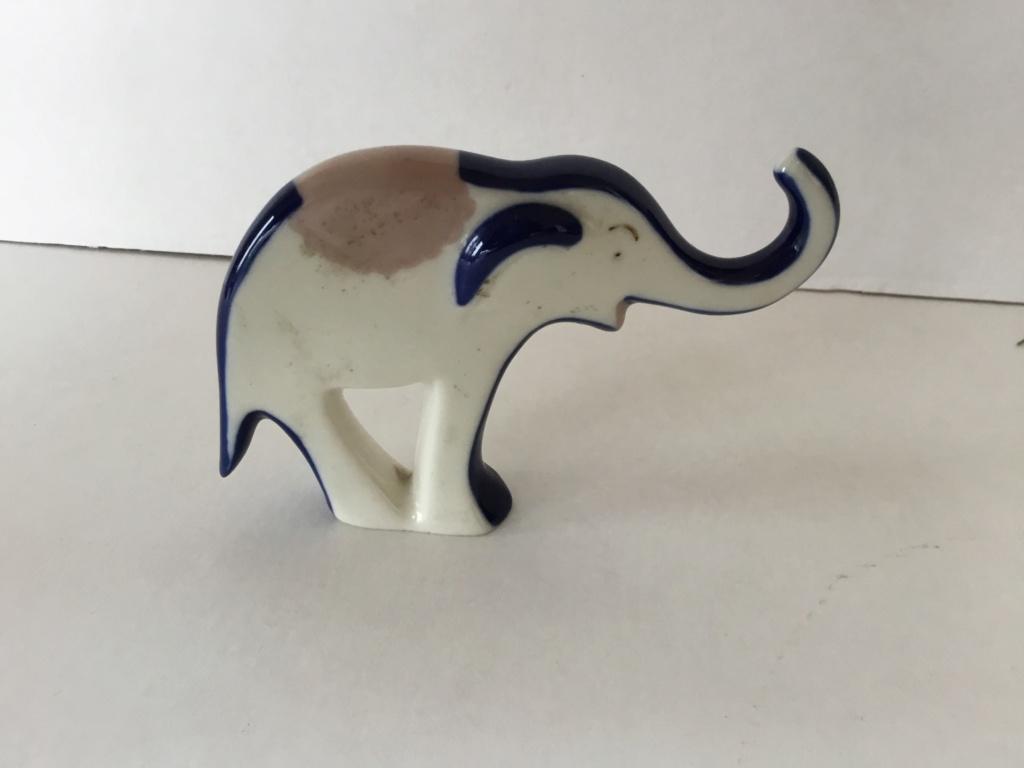Porcelain elephant figurine Eb532b10