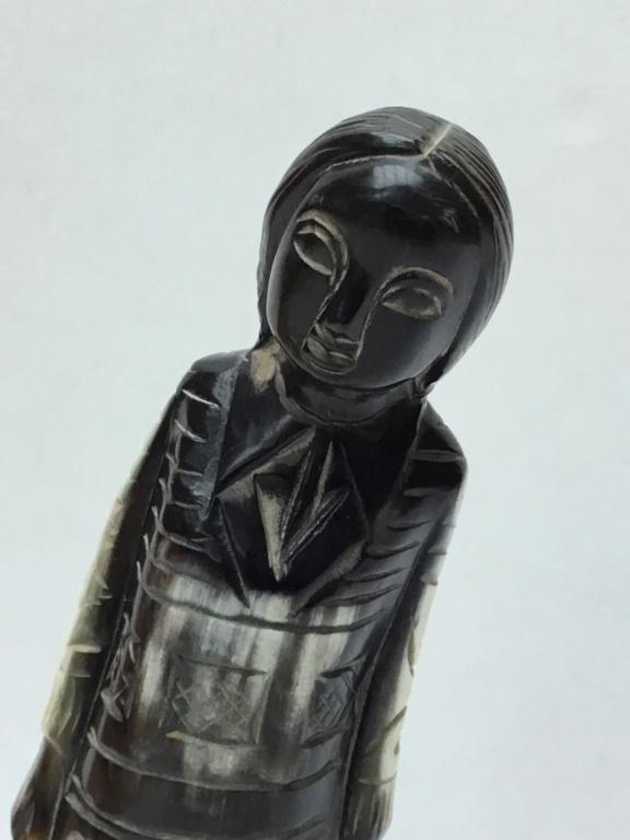 Carved Horn woman F1af7410