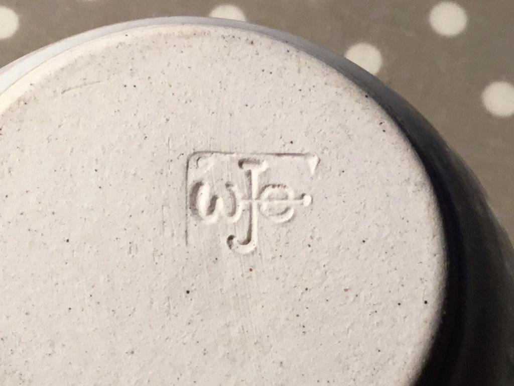 Stoneware jars, wje mark - Wilma Jennings Engelsman, New Zealand Fd039d10