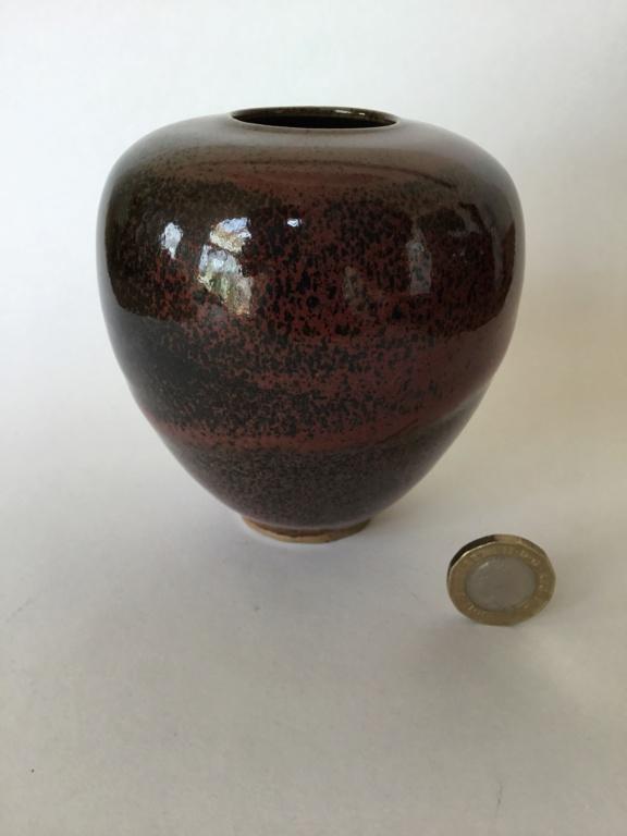 Studio pottery red-brown vase, incised mark Fe39b210