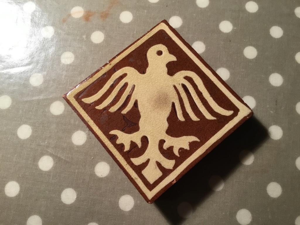 Encaustic tile of bird, TP mark Ff72c710