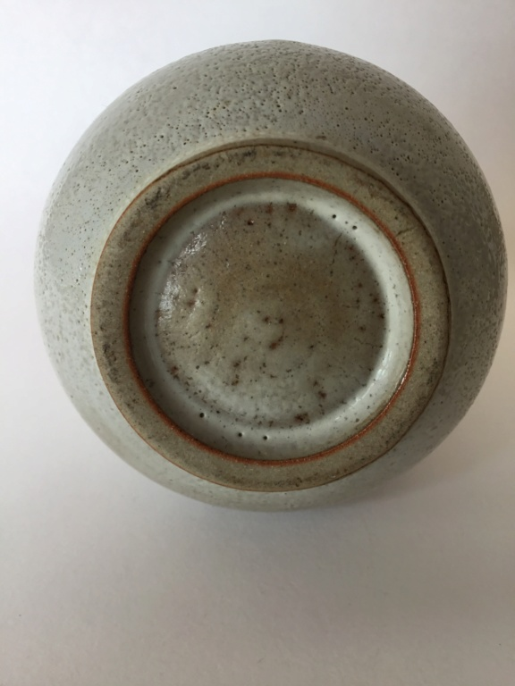 Small stoneware studio vase with grey drips, unsigned Fff76b10