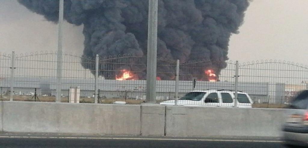 اندلاع حريق ضخم في سوق عجمان الشعبي  Eeeeeo19