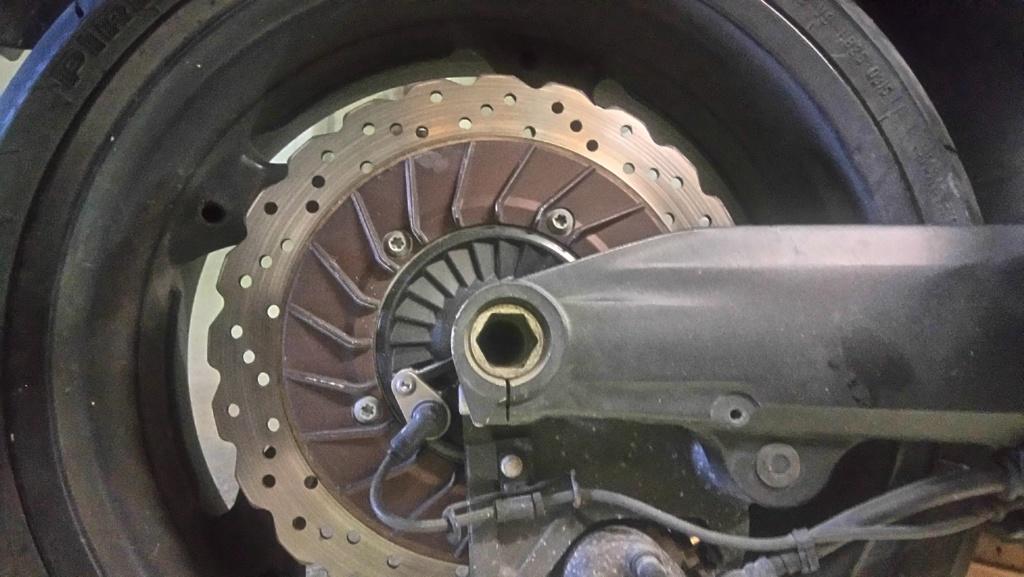 Procédure démontage de la roue arrière - Page 2 Dsc_0012