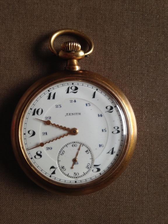 Identification montre de poche Zenith monobloc à lunette cannelée Img_5411