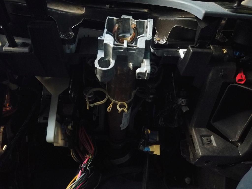 steering column support  D47b7610