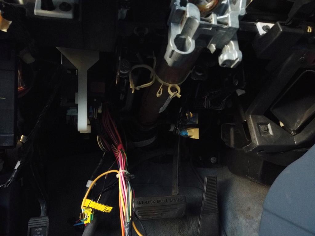 steering column support  D7aa9110