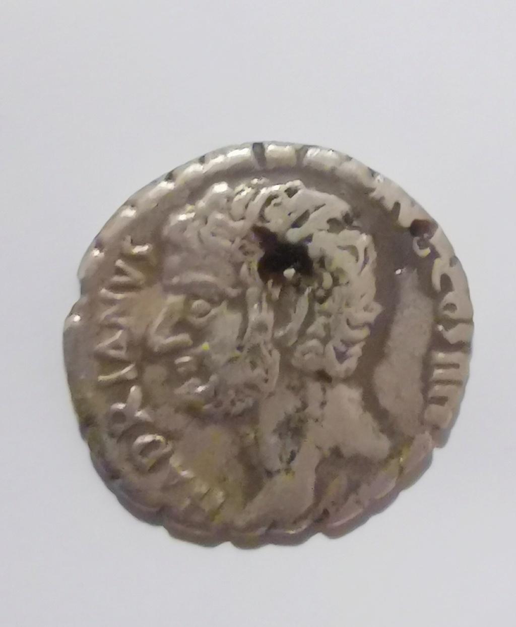 Identificación denario Adriano Img_2014