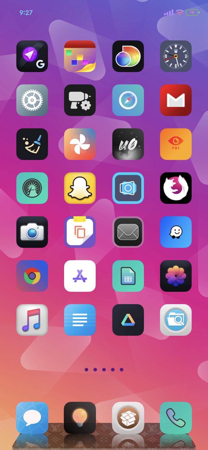 [THEME] Trippy Homescreen (Light Mode) iOS 14.0.1  681d1f10