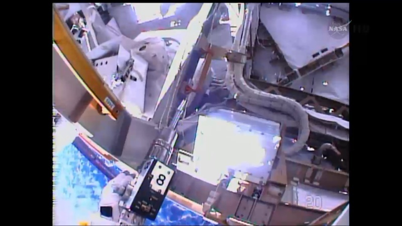 [ISS]EVA 26 - Remplacement du MDM EXT-2 défectueux - 23 avril 2014 Opera_26