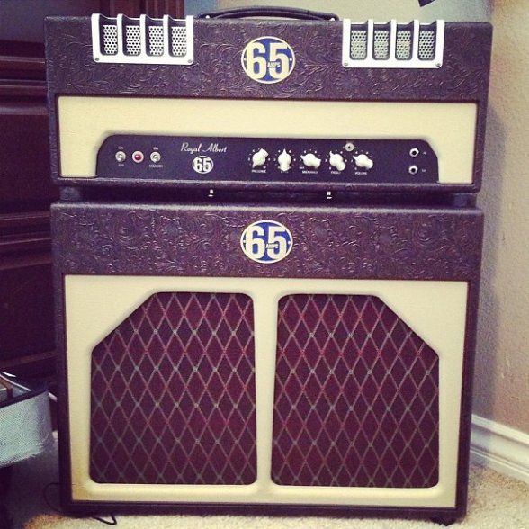 Very cool amp guitar............ C9zf5x10