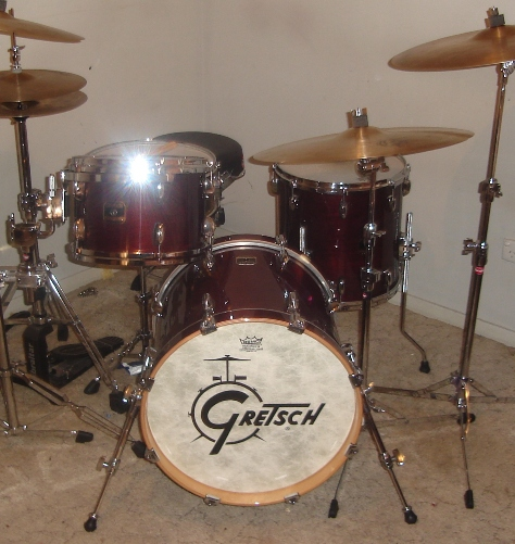 LOGO Gretsch Drum....... Dsc00810