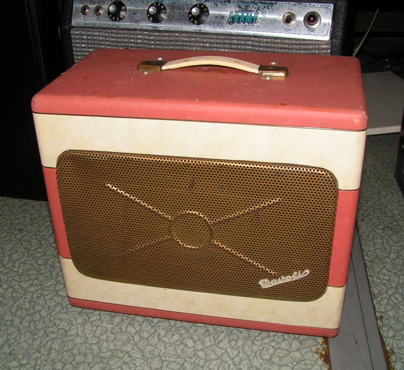 Very cool amp guitar............ - Page 3 Frontg10