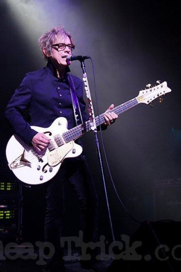 Tom Petersson Timthu10