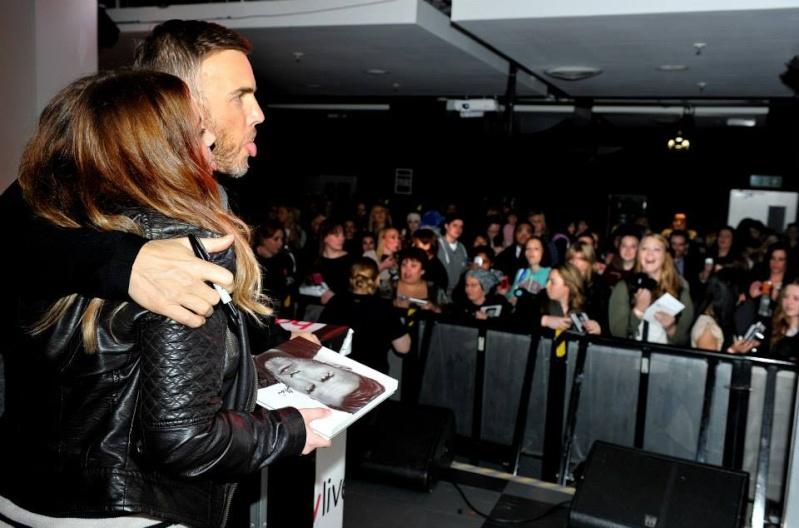 Gary au HMV de Manchester 28/11/2013 10124611