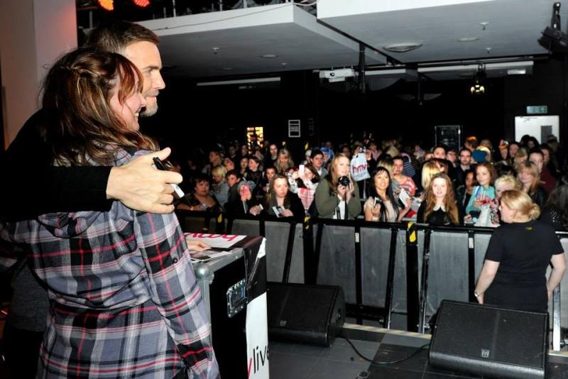 Gary au HMV de Manchester 28/11/2013 99406210