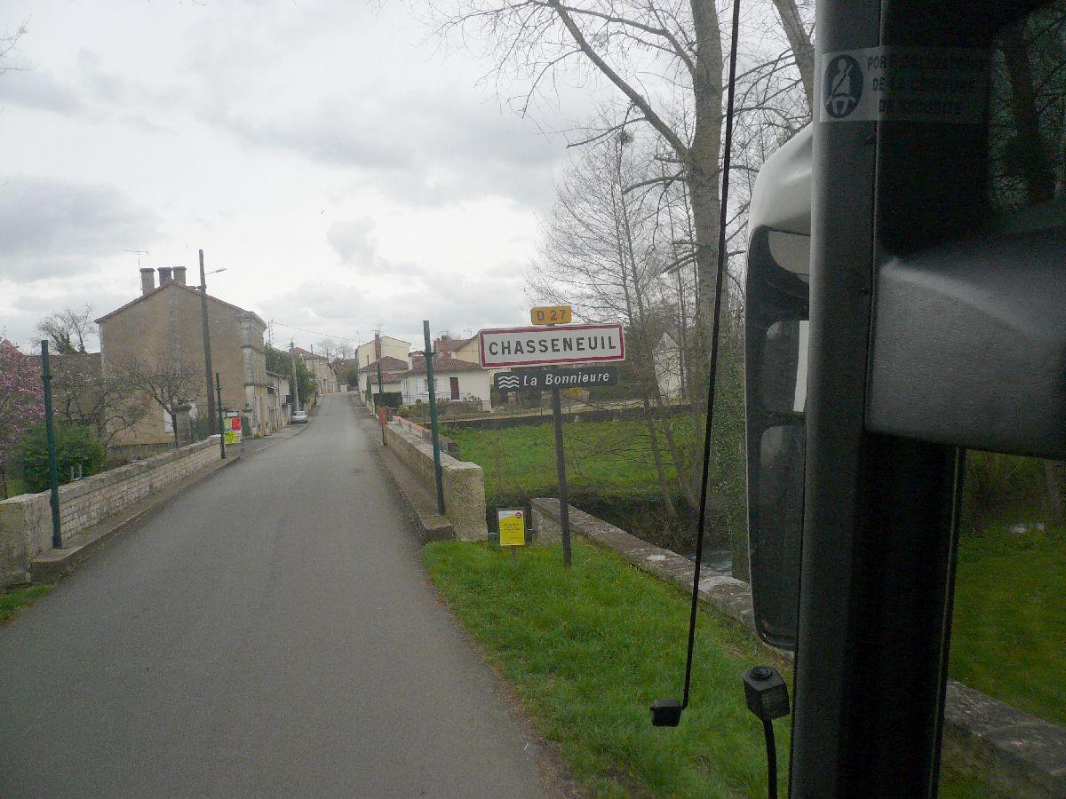 Sortie classe de 1ère S Lycée de Fouesnant à Chasseneuil sur Bonnieure (16) et Village martyr Oradour/Glane (87) 1_notr10