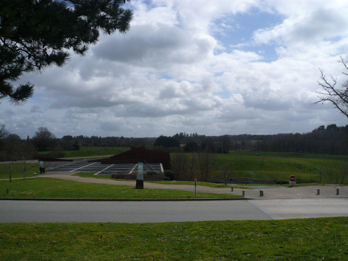 Sortie classe de 1ère S Lycée de Fouesnant à Chasseneuil sur Bonnieure (16) et Village martyr Oradour/Glane (87) 35b_ce10