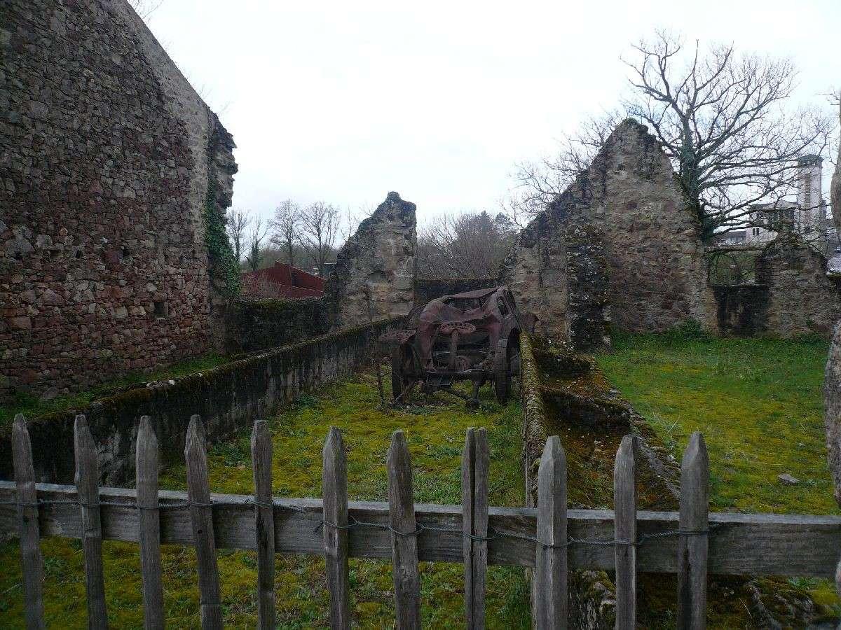 Sortie classe de 1ère S Lycée de Fouesnant à Chasseneuil sur Bonnieure (16) et Village martyr Oradour/Glane (87) 4611
