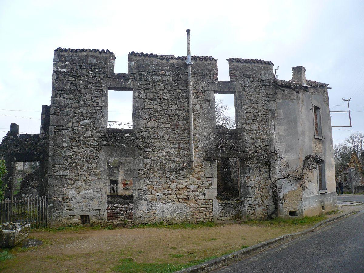 Sortie classe de 1ère S Lycée de Fouesnant à Chasseneuil sur Bonnieure (16) et Village martyr Oradour/Glane (87) 4711