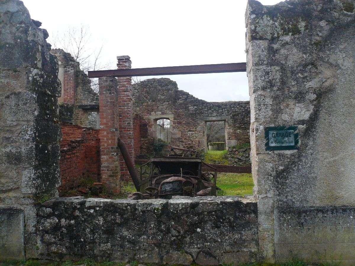 Sortie classe de 1ère S Lycée de Fouesnant à Chasseneuil sur Bonnieure (16) et Village martyr Oradour/Glane (87) 5311